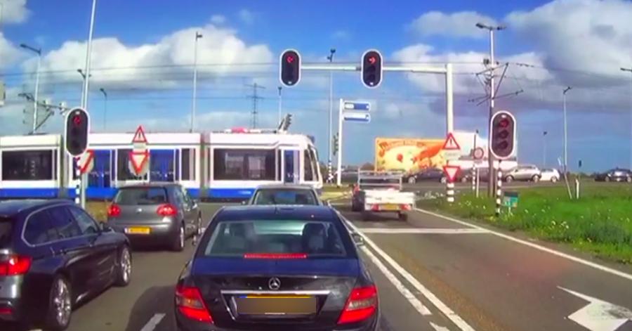 Auto negeert rood stoplicht