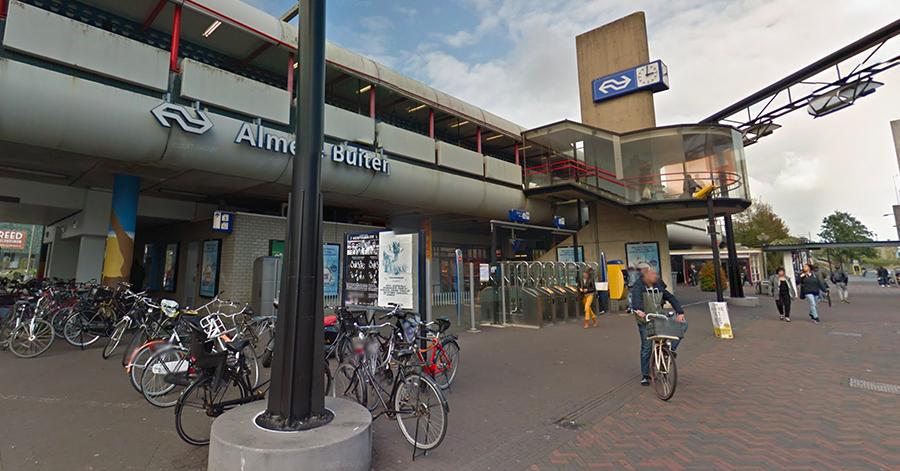 Informatiescherm laat twee uur lang porno zien op station Almere Buiten